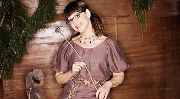 Interview: Lisa Loeb Takes NYC Back to Camp